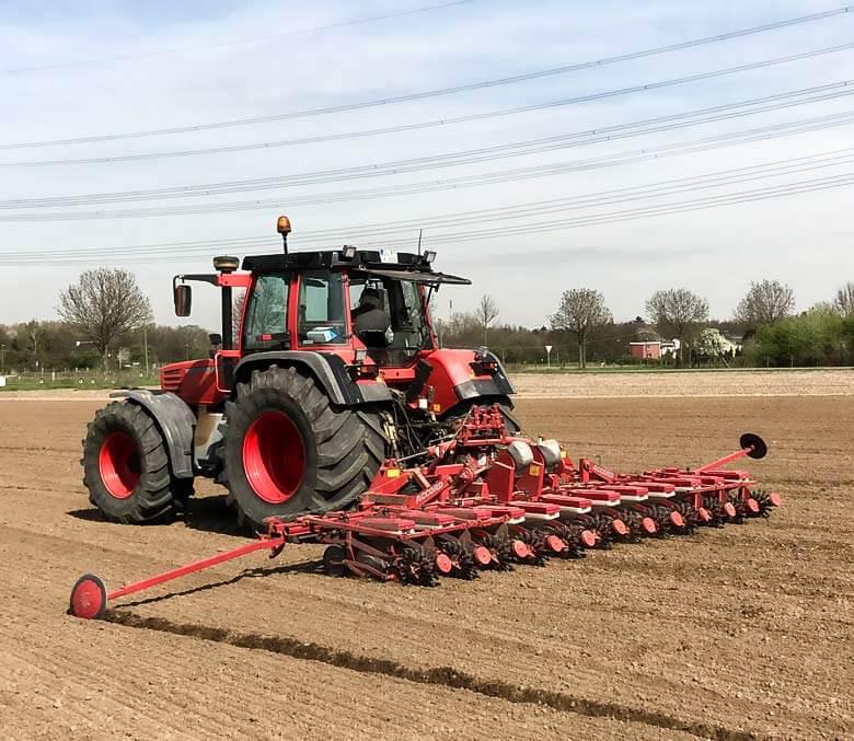 Landwirtschaft-Tracktor-auf-dem-Feld